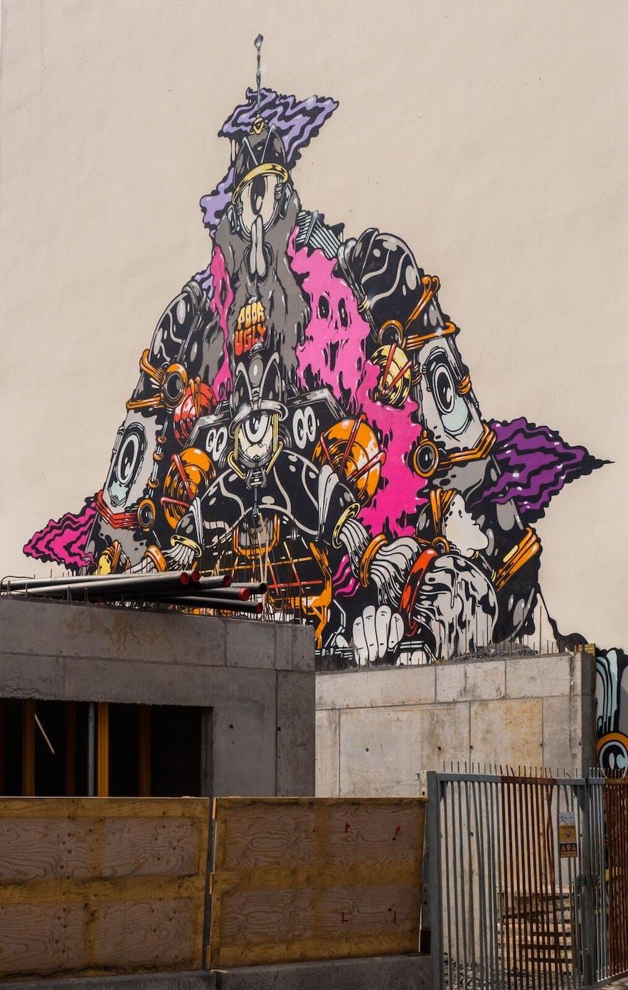 雷克雅未克街头还未完成就被磨去的涂鸦作品