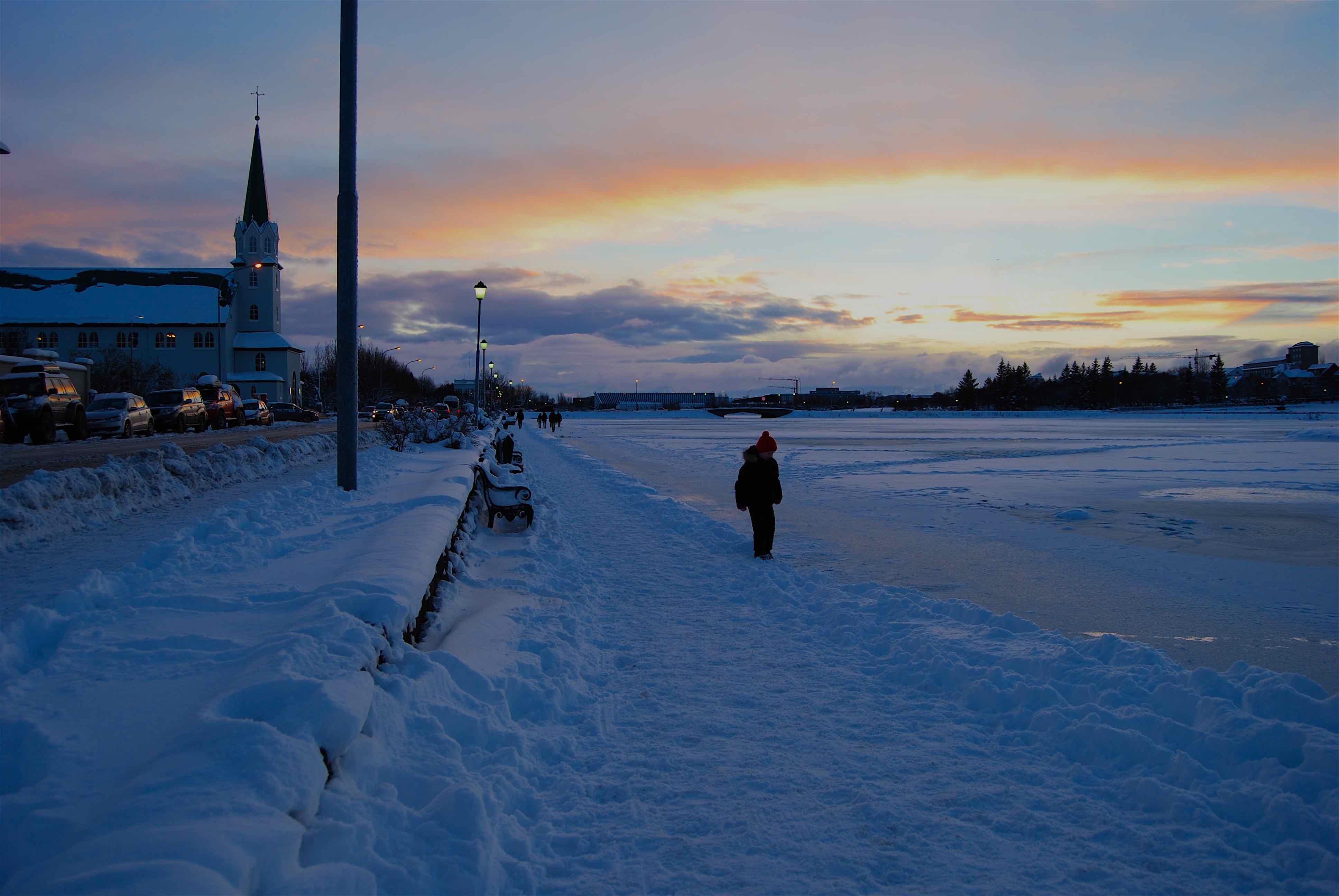 冬季游览雷克雅未克,您将领略到迷人的冰雪胜景