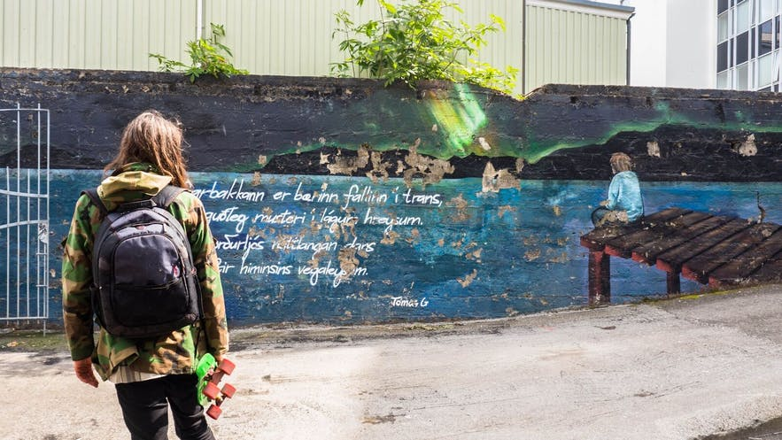一创作灵感来源于Tómas Guðmundsson诗歌作品的冰岛壁画,位于Hafnarbakki