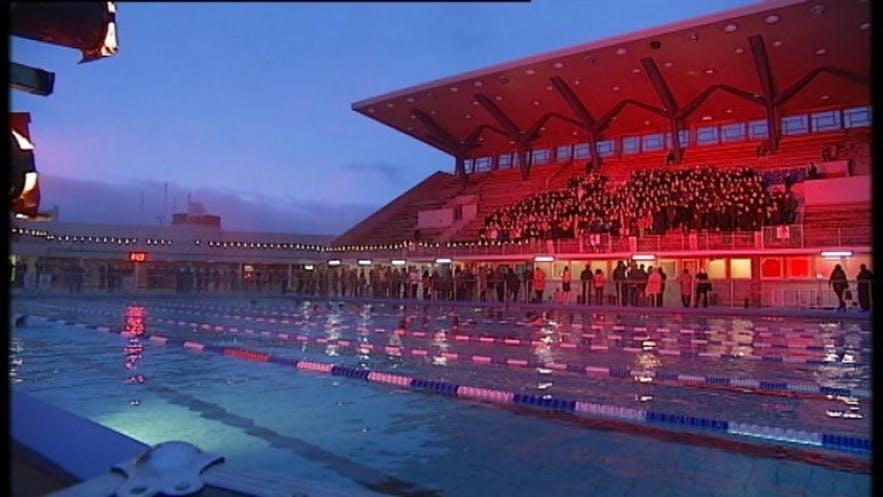 Die Pool Night während des Winter Lights Festival