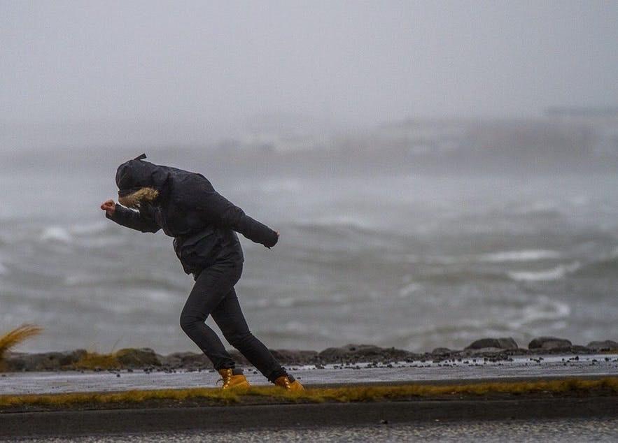 アイスランドは天気が変わりやすく、風が強い場所