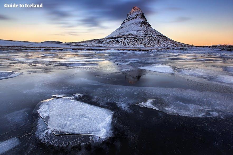 얼음으로 덮인 키르큐펠 산