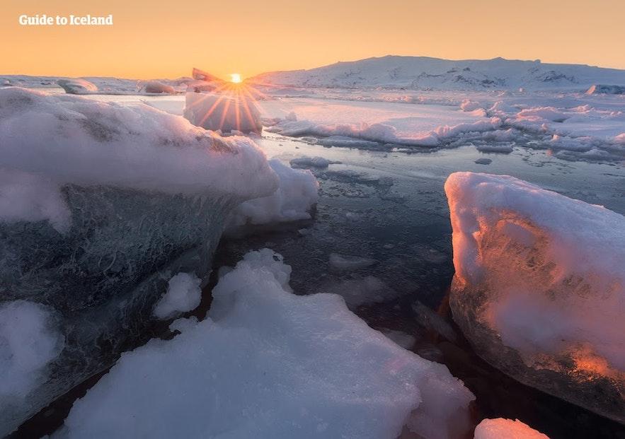 아이슬란드 빙하 끝 부분의 빙하 호수