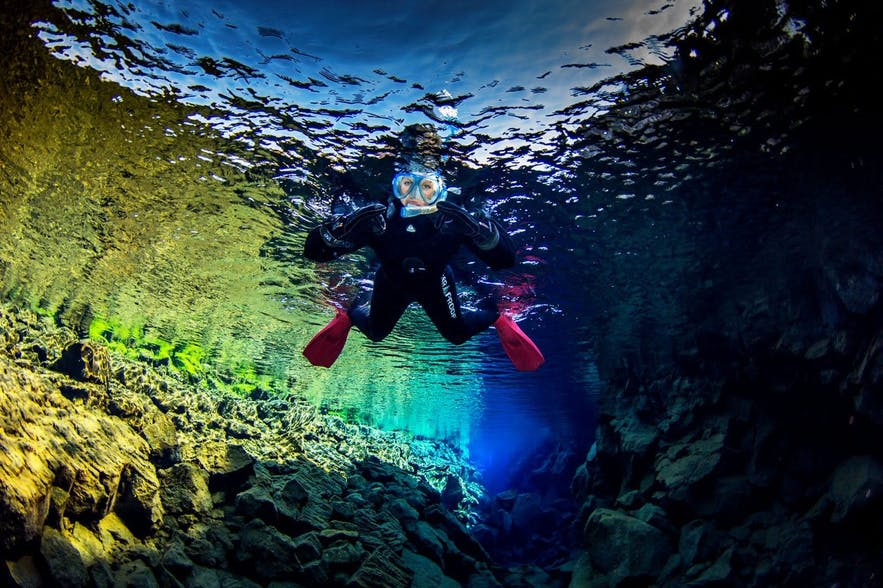 水中だと信じられないほど透明なシルフラの水。世界でも珍しいシュノーケリングスポット!