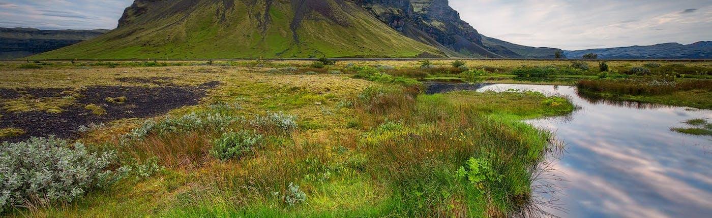 Im Juli kannst du auch abgelegene Gebiete in Island erkunden.