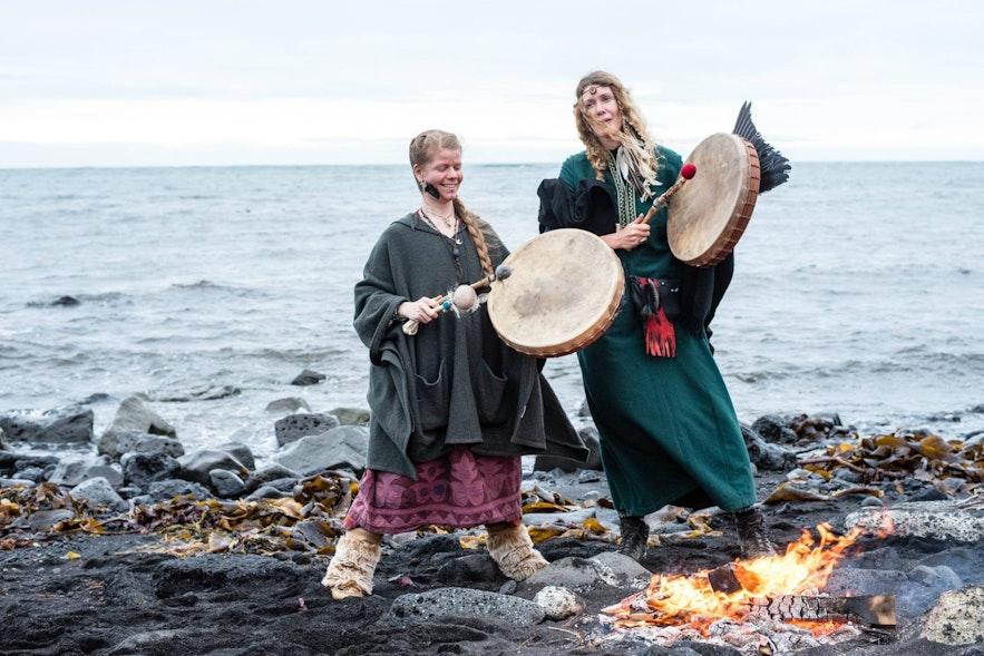 古典時代のアイスランドを語る物語「サガ」のフェスティバルの様子