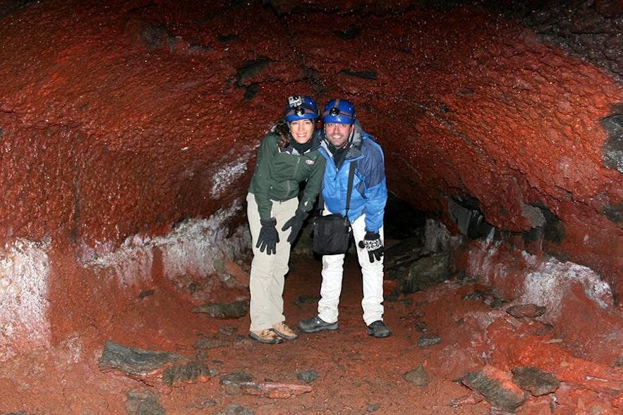 เที่ยวถ้ำลาวาทำให้คุณได้ลงไปสำรวจโลกใต้ดินของไอซ์แลนด์