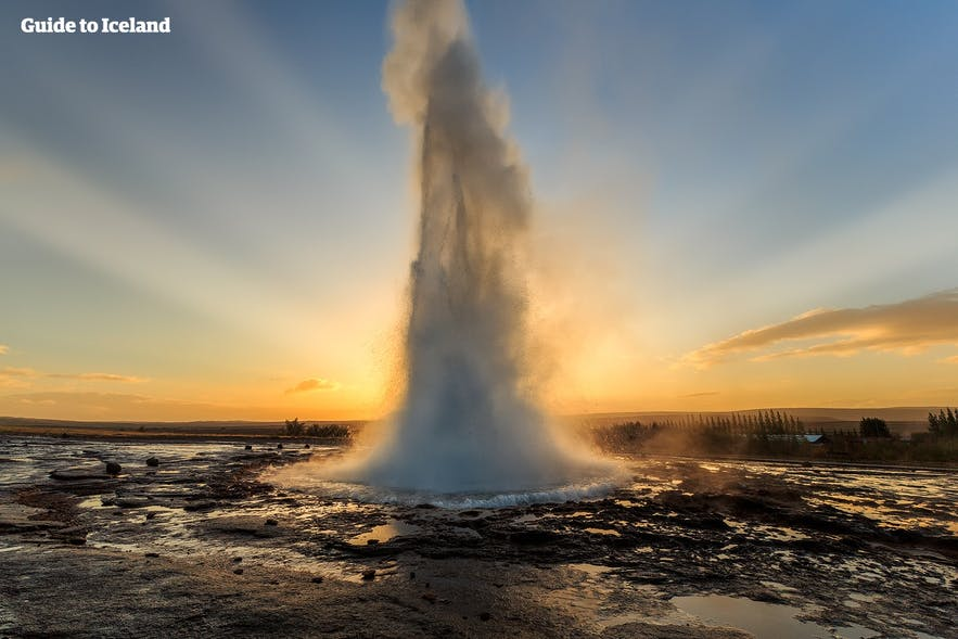 Erupcja gejzeru Strokkur, dolina geotermalna Haukadalur
