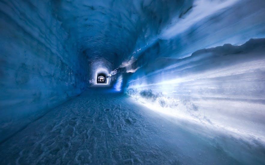 冰岛冰川隧道