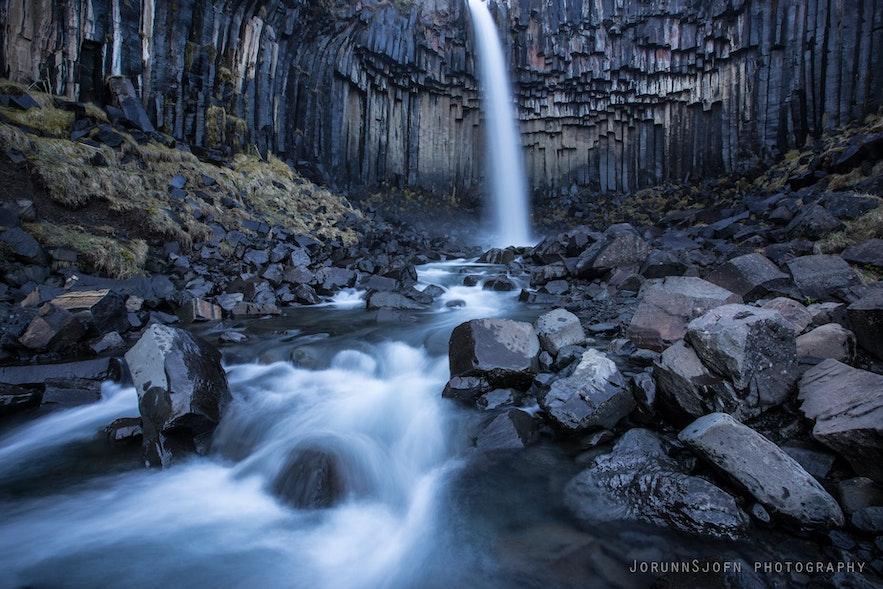 冰岛南岸斯卡夫塔山自然保护区的斯瓦蒂瀑布