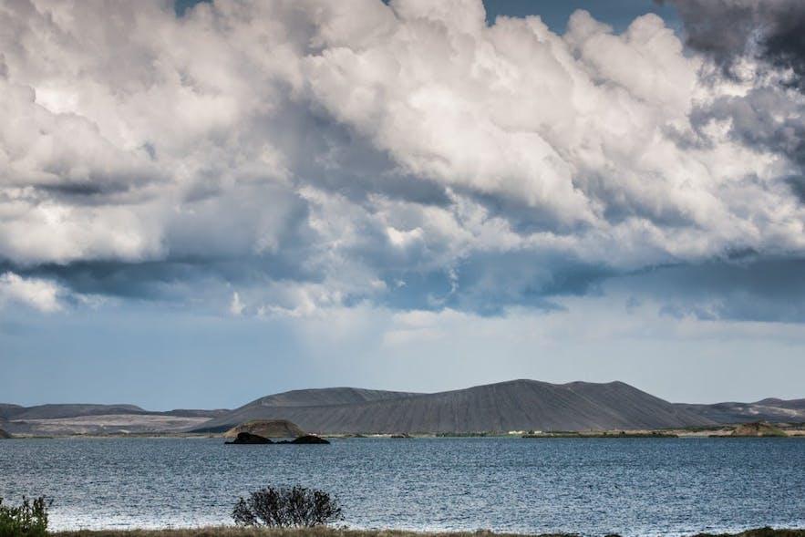 米湖是北部冰岛首屈一指的大牌景区