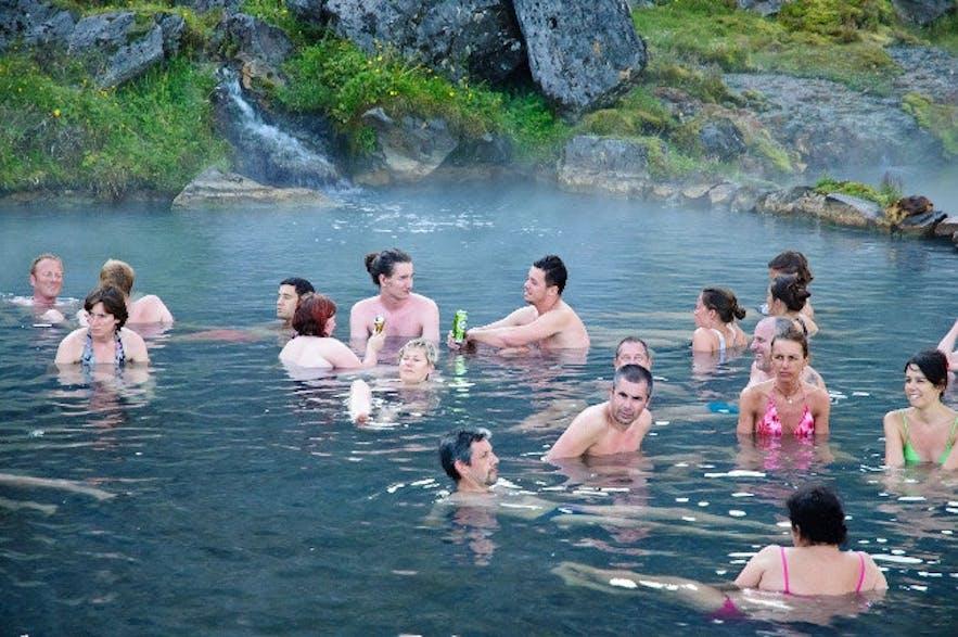 冰岛内陆高地兰德曼纳劳卡地区的天然温泉