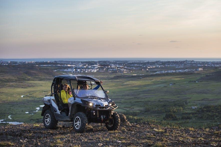 冰岛雷克雅未克全地形越野车