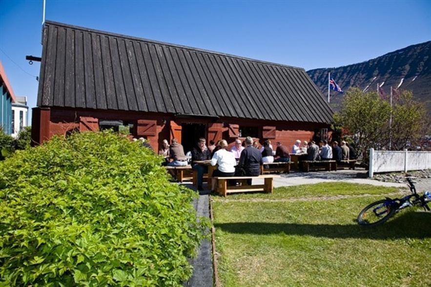 Das Restaurant Tjöruhúsið in Ísafjörður