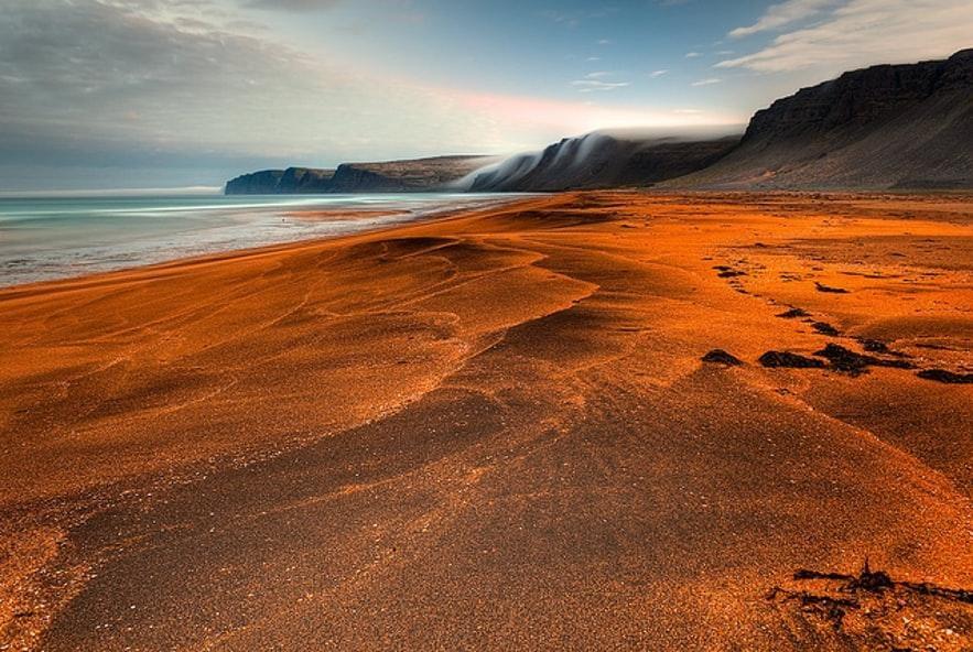 Der Strand von Rauðisandur in den Westfjorden