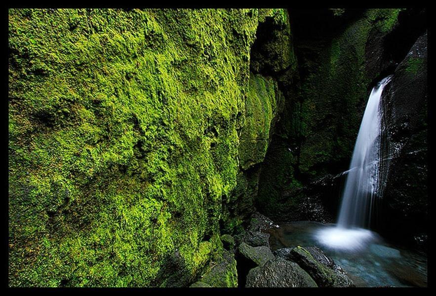 Der Wasserfall in der Schlucht Stakkholtsgjá