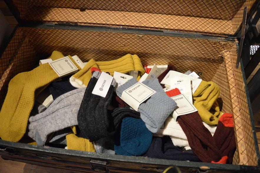 ウールでできた暖かい靴下、色合いがカワイイ!