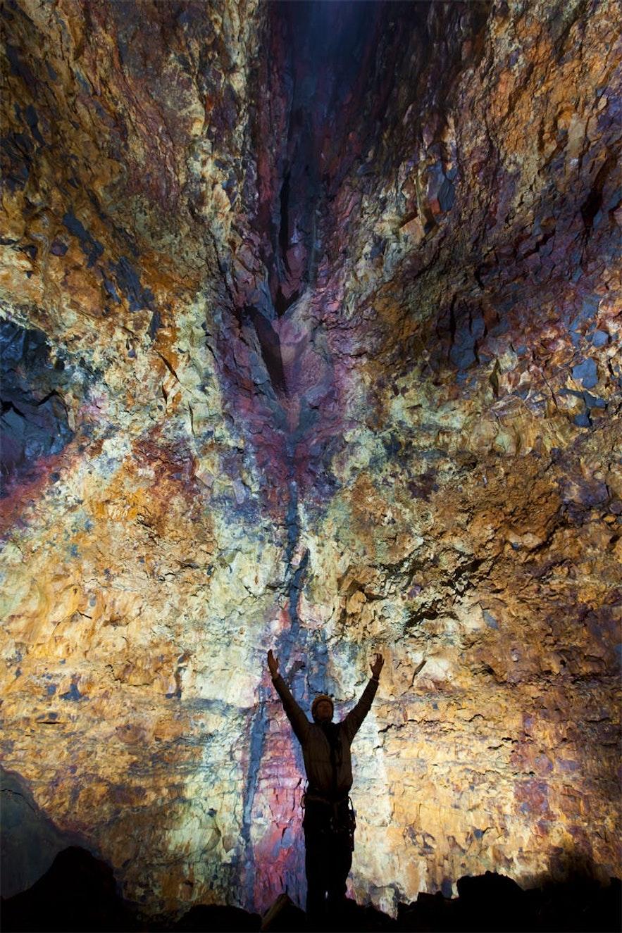 世界唯一可以進入的火山內部景色