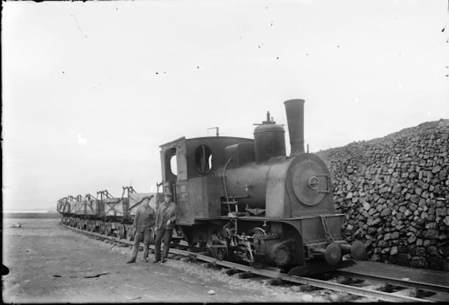 Lokomotywa parowa Pioneer około roku 1925.