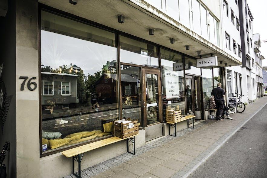 Kaffi Vínyl przy Hverfisgata 76, Reykjavik.