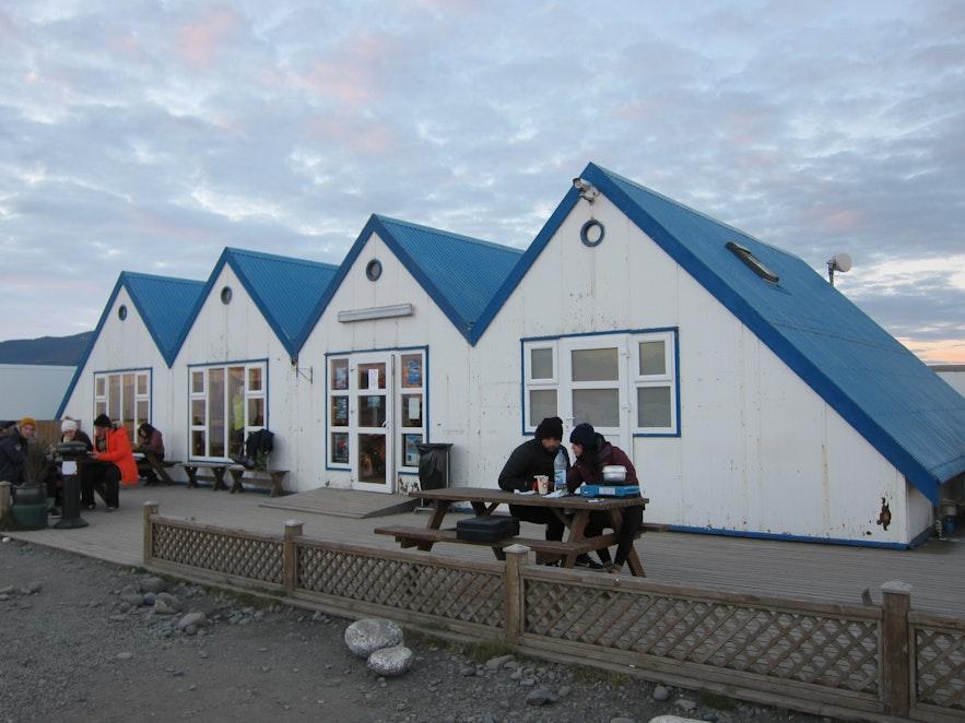 ヨークルスアゥルロゥン氷河湖のカフェ