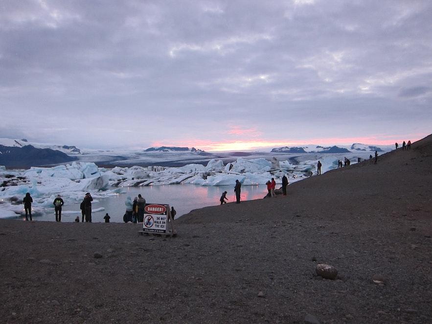ヨークルスアゥルロゥン氷河湖の夕焼け