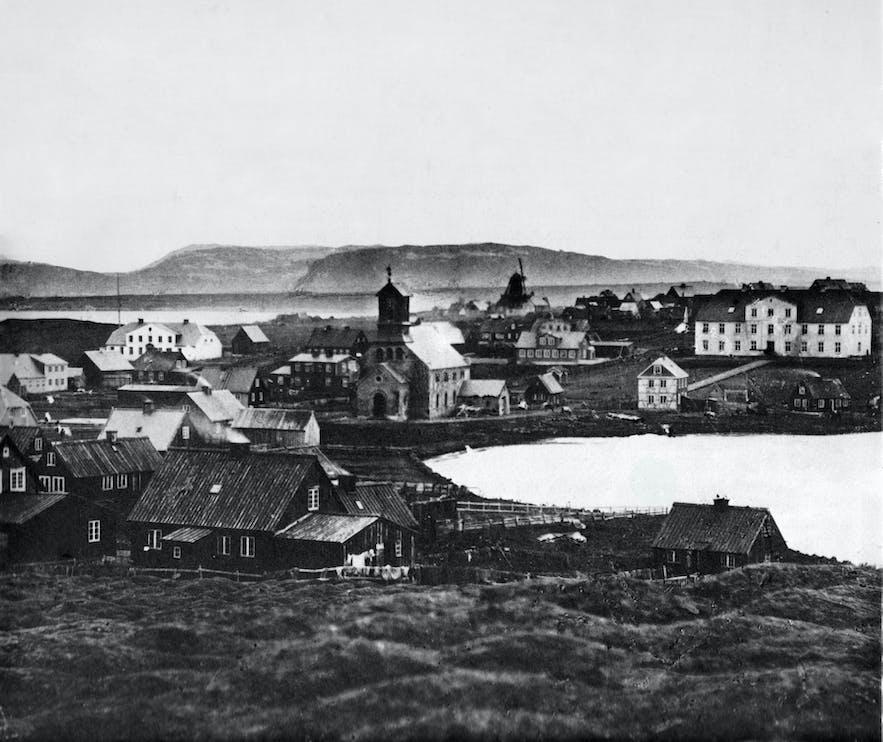 Staw Tjörnin, zdjęcie ze starego Reykjaviku.