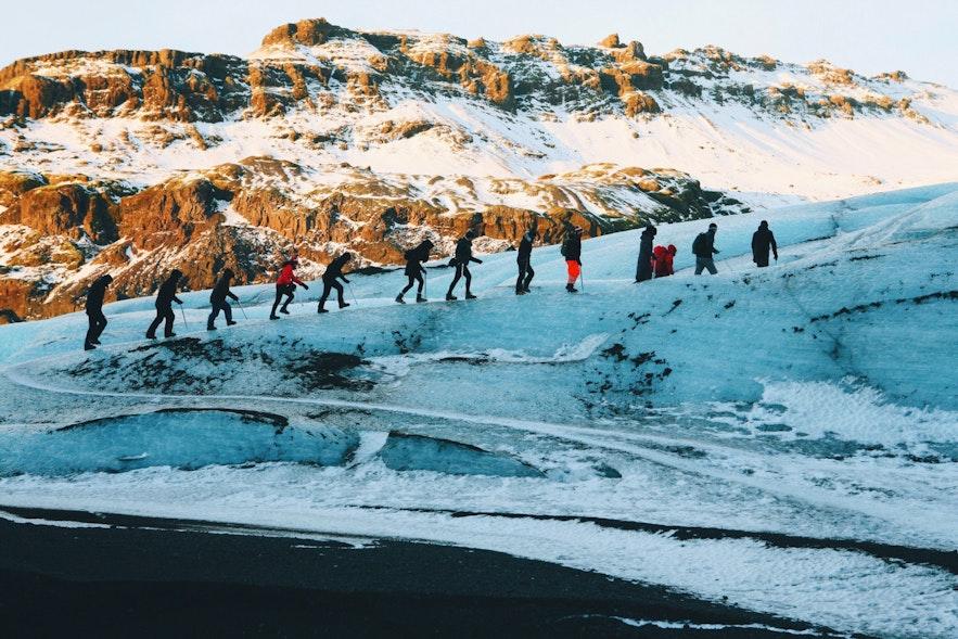 アイスランドの南海岸を楽しむには氷河ハイキングが欠かせない