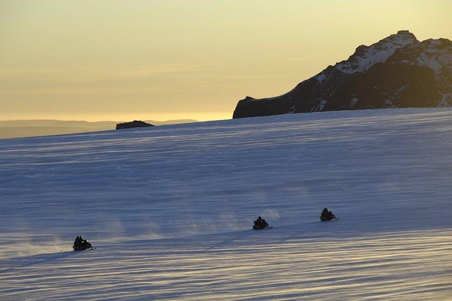 Motoneige sur le glacier Langjokull : possible à faire au mois de mars