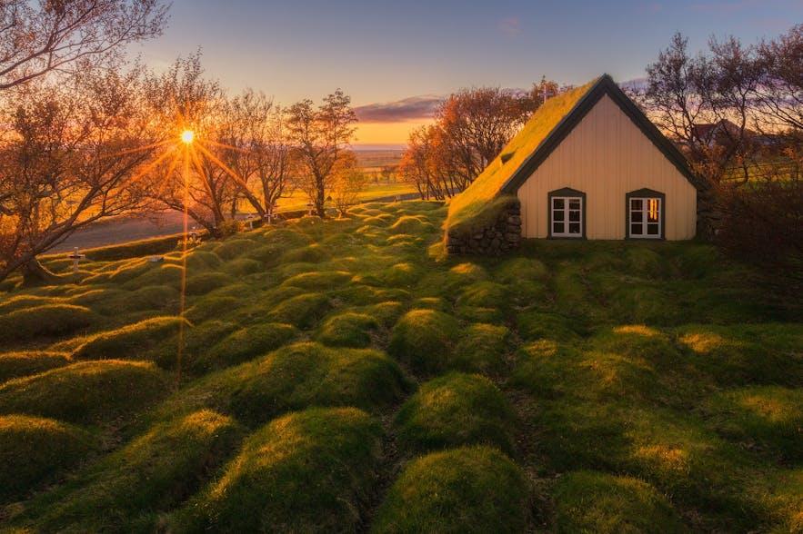 冰岛的传统草顶屋