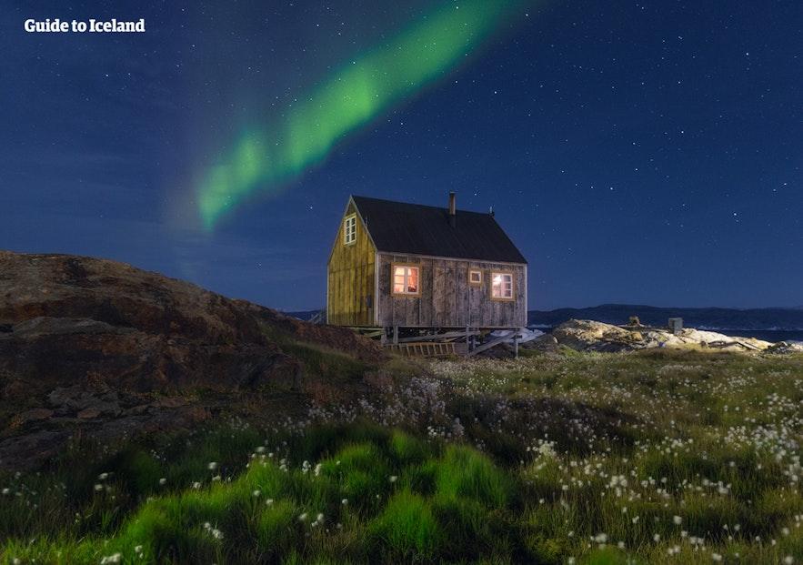 아이슬란드의 한적한 교외 및 외곽 지역을 방문하려면 자가 이동 수단인 자동차가 필요합니다.