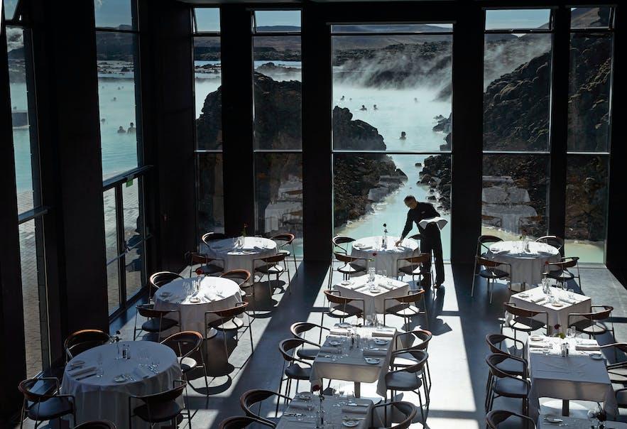 블루라군 내에 위치한 라바 레스토랑