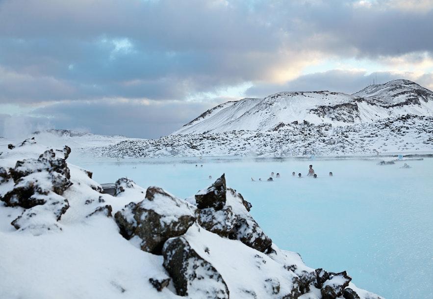 Blue Lagoon w zimowej scenerii.