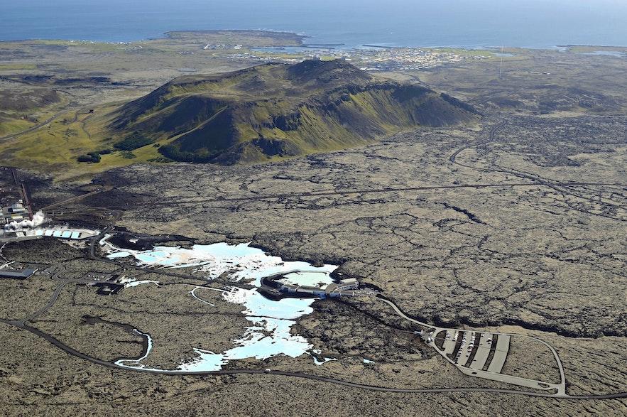 Blå lagunen är en oas på lavafältet på Reykjaneshalvön