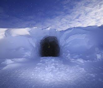 ラングヨークトル氷河のアイストンネル | 現地集合