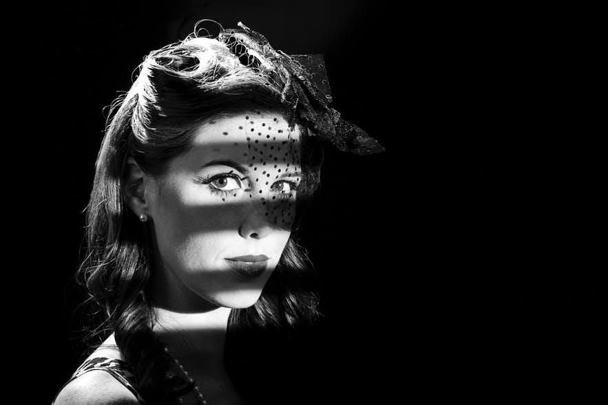 If you live in the 1930s, be cautious if you see a beautiful woman with three lines of shadow across her face.