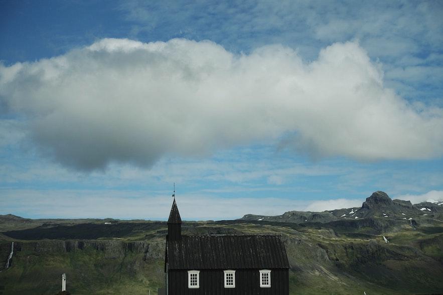 斯奈山半岛的Búðakirkja黑教堂-夏季