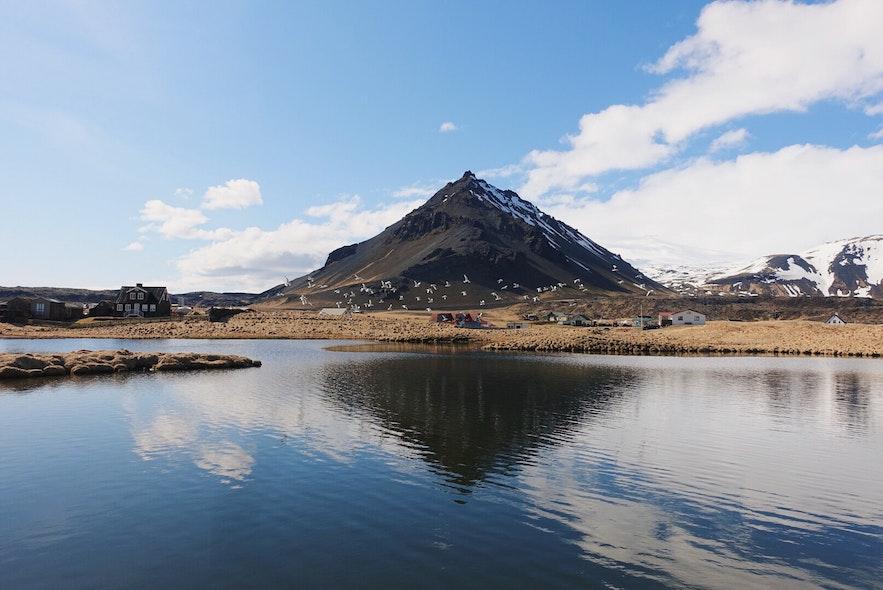 冰岛斯奈山半岛的阿尔纳斯塔皮小镇 Arnarstapi