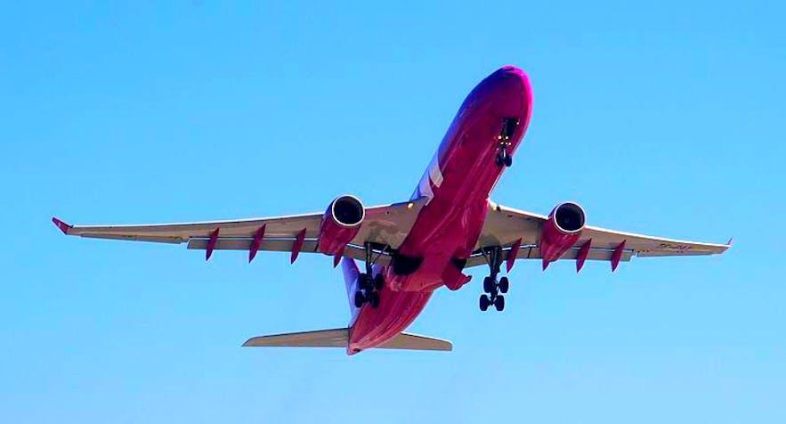 Flight Aware vous permet de vous tenir au courant des informations de vol les plus pertinentes, offrant des détails sur les changements de porte, les retards et les déviations, et bien plus encore.