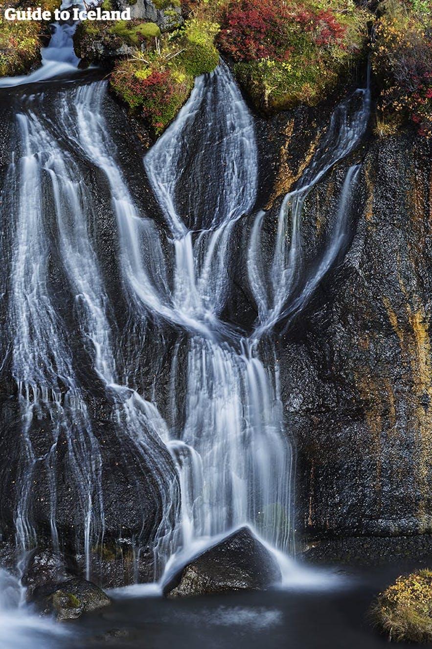 The gentle stream of Hraunfossar