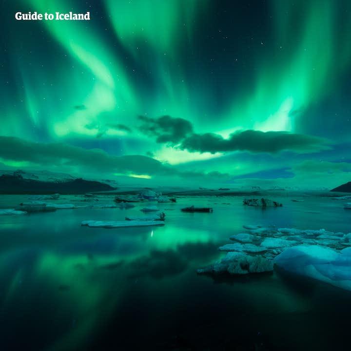 冬の周遊バスツアー8日間 少人数制のアイスランド一周観光