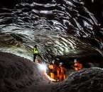 Die Erkundung einer Eishöhle ist nur während der Winterzeit möglich.