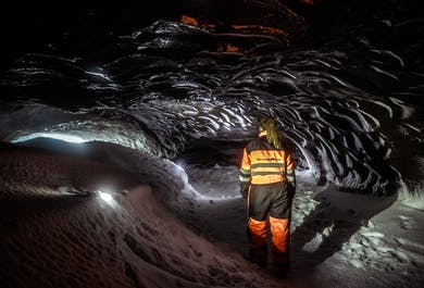 Skutery śnieżne i eksplorowanie jaskini lodowej z Gullfoss