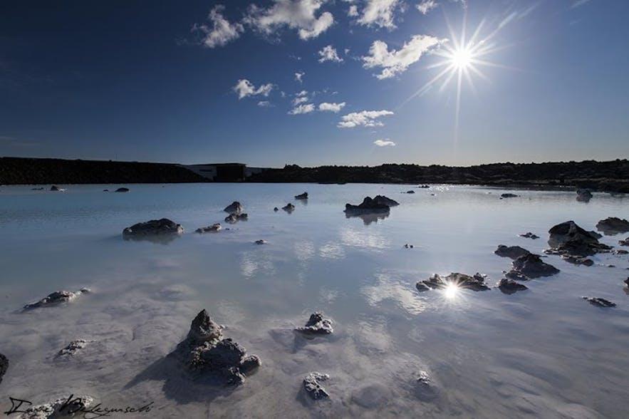 ブルーラグーンの水色のお湯の色