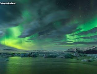 แพ็คเกจฤดูหนาวแบบมีไกด์พาเที่ยว 6 วัน | ไฮไลต์ไอซ์แลนด์ตอนใต้ ตะวันออก & เหนือ