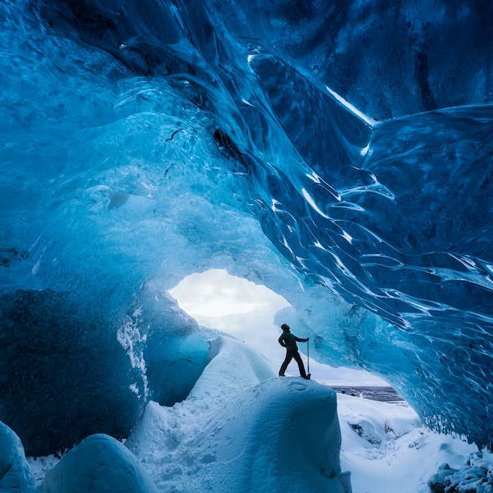 冬の周遊バスツアー6日間   少人数グループでアイスランド周遊