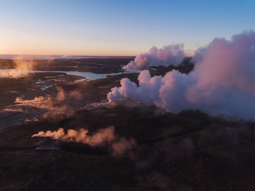 Blå lagunen och det geotermiska kraftverket Svartsengi