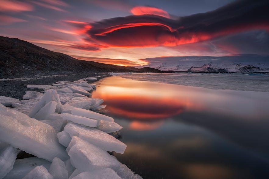 Ice from Jökulsárlón gathered at Breiðamerkursandur's shores