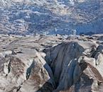 Bei einer Gletscherwanderung in Island erhältst du einen spektakulären Panoramablick auf die umliegende Landschaft.