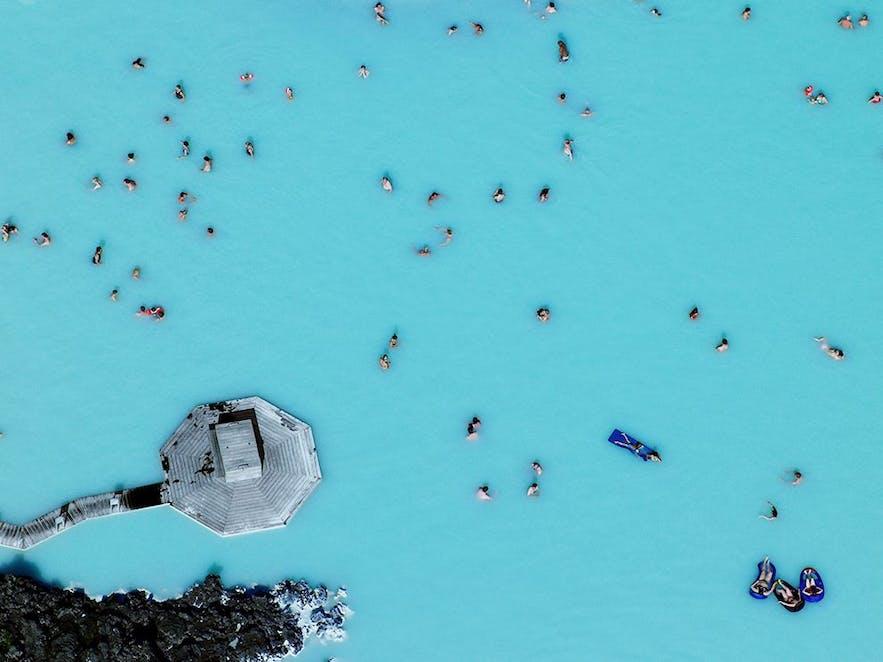 Nunca está lleno de gente en la Laguna Azul en Islandia.